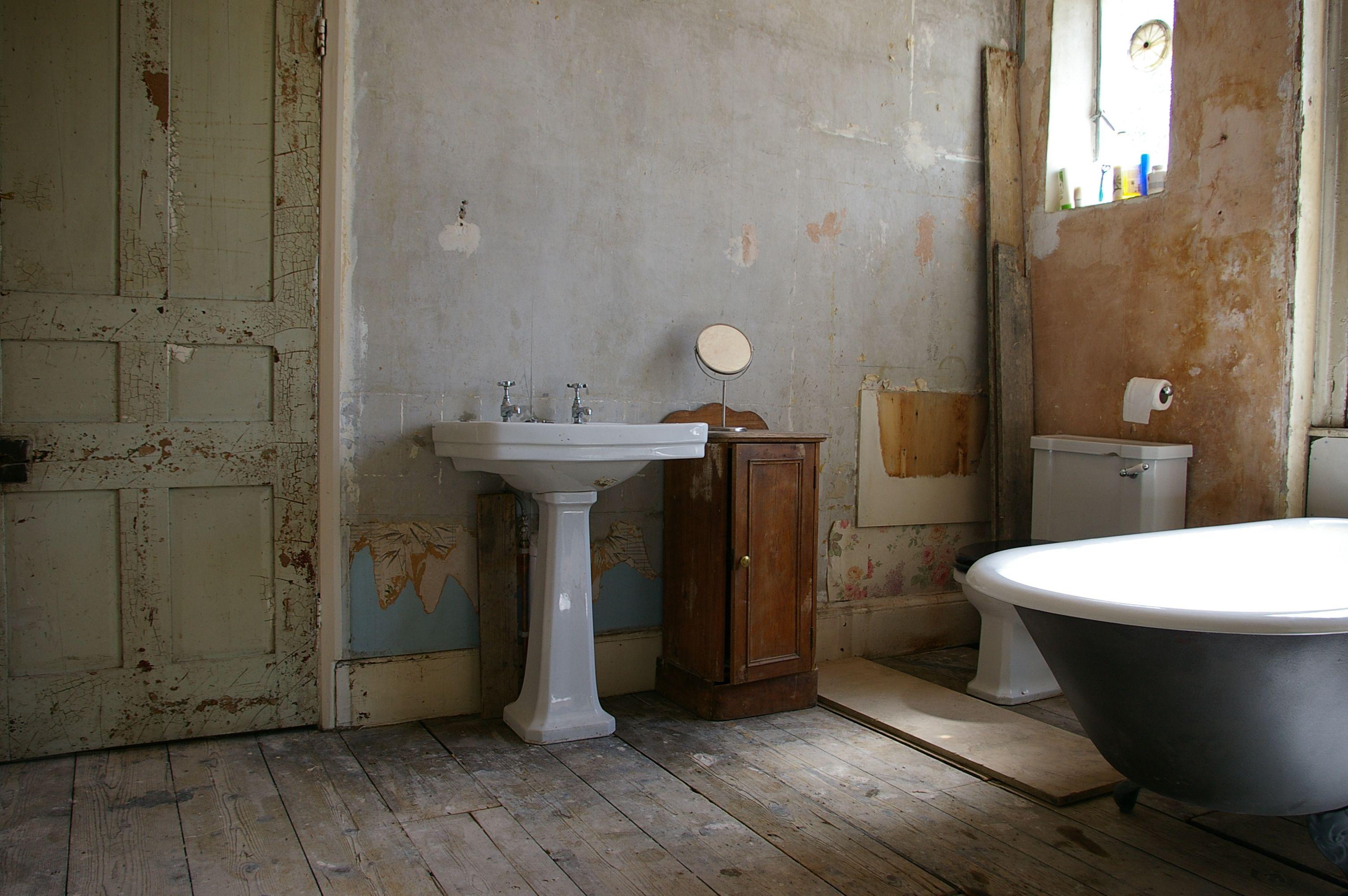 Lighting Basement Washroom Stairs: Bathroom Designs