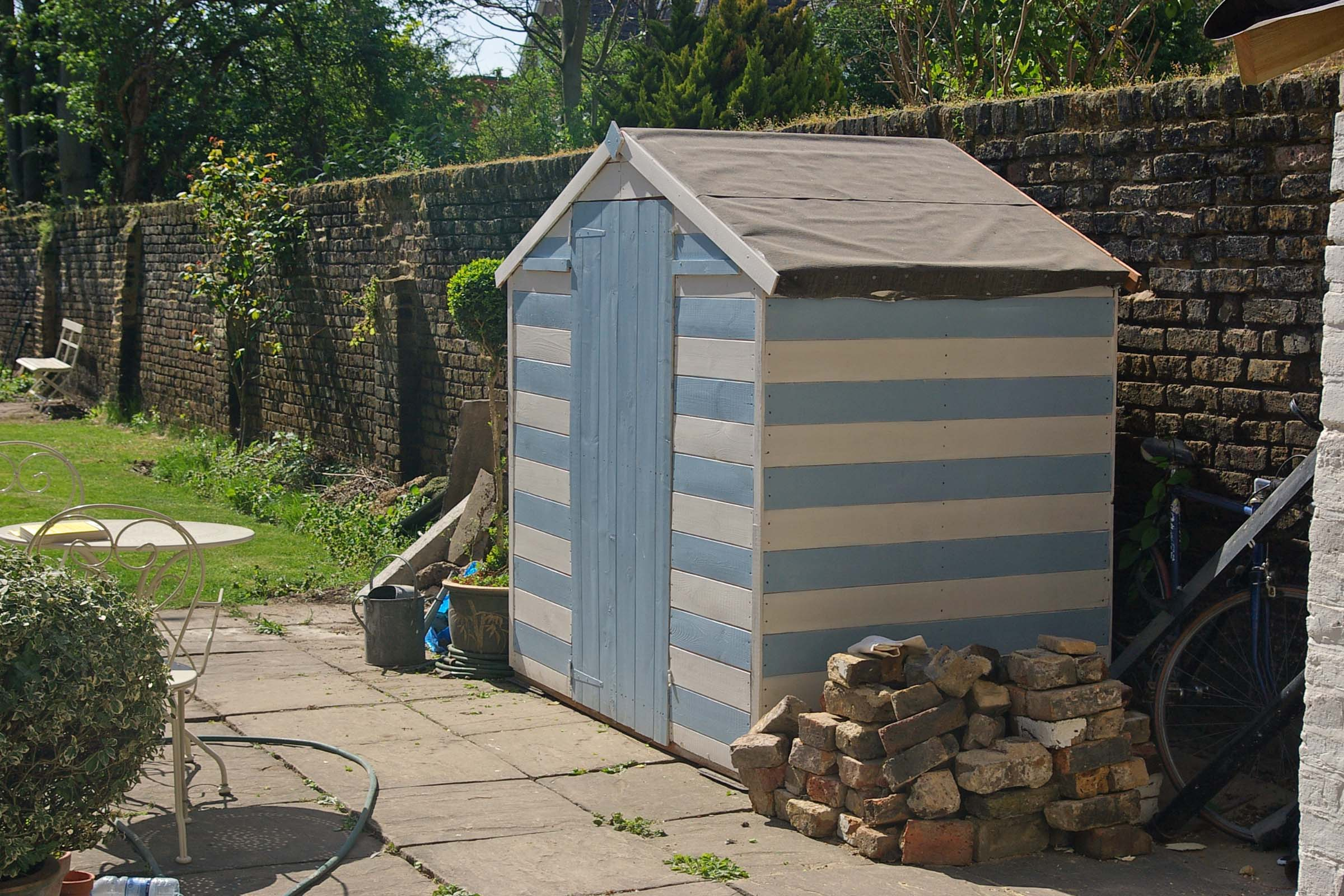 Ideas for painting your garden shed - Also In The Garden Exciting Developments On The Garden Office A Roof Has Been Fitted That Isn T A Blue Tarp And It S Also Received A Lick Of Paint